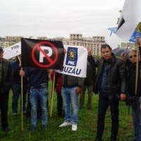 Câteva sute de liberali buzoieni la mitingul împotriva lui Victor Ponta