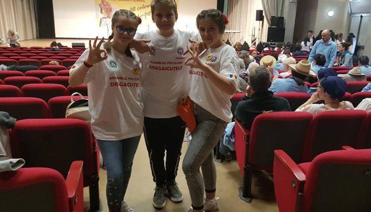 Elevi din Ansamblul vocal Drăgăicuţele, Clubul Copiilor Berca